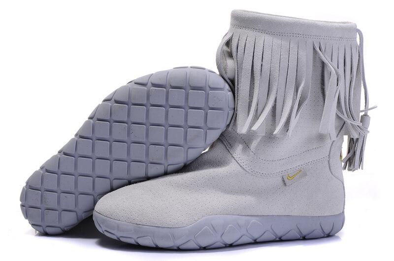 Nike Womens Tassel Snow Boots