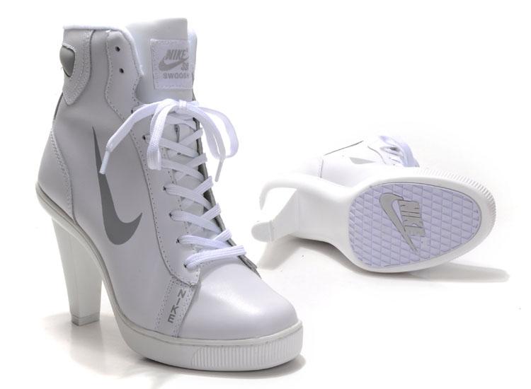 WMNS Nike Heels
